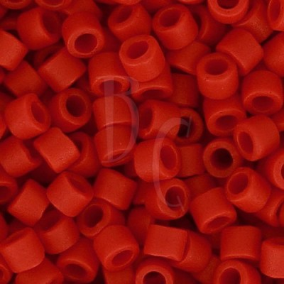 DB0796 - Dyed Semi Mat Opaque Red 50 gr
